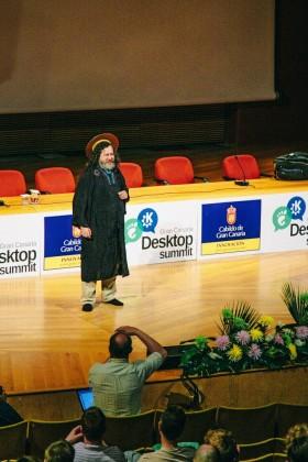 Richard Stallman speaks at the 2009 Gran Canaria Desktop Summit (Copyright Garrett LeSage)