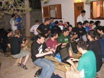 An outdoor hacking session at GUADEC 2006 (Copyright Pedro Villavicencio, CC BY-SA 2.0)