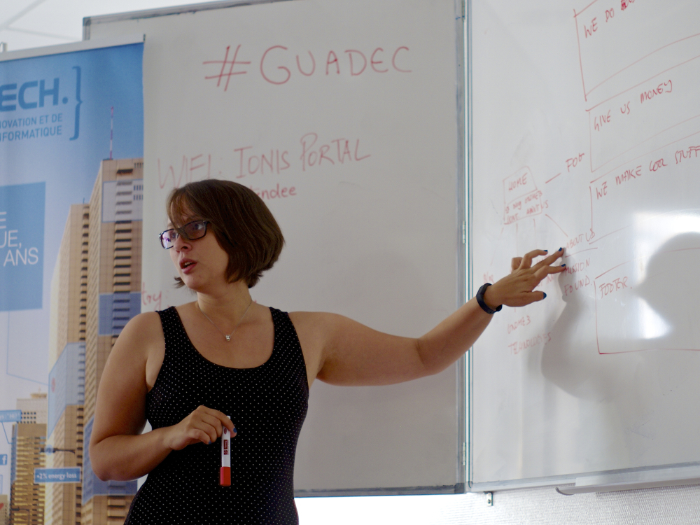 Fabiana Simões takes the whiteboard at the Engagement BoF. (Photo by Hylke Bons.)