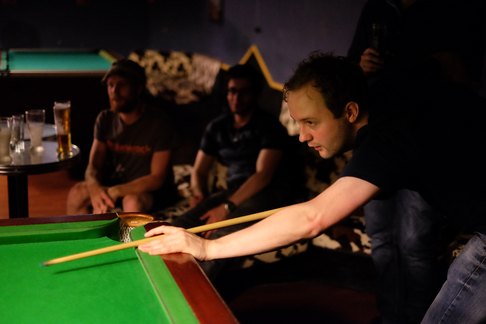 Mark Simpson shoots at Le Snooker . (Photo by Garrett LeSage.)