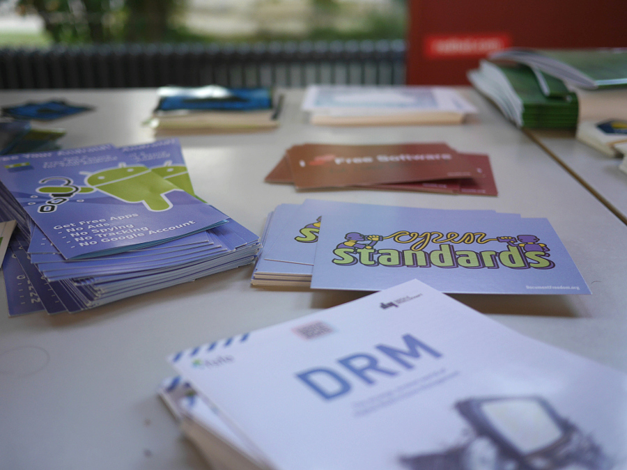 FSFE info material. Photo Credit: Oliver Propst CC BY-NC-SA 3.0